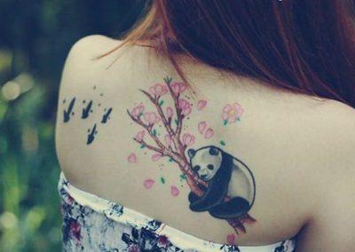 tatuajes de osos en la espalda